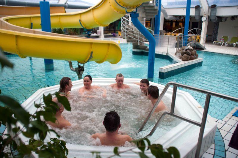 Familiesvømning i Nyborg @ Nyborg Svømme- og Badeland