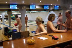 Nøgenbowling arrangeret af DN Sjælland @ Haslev Bowlingcenter