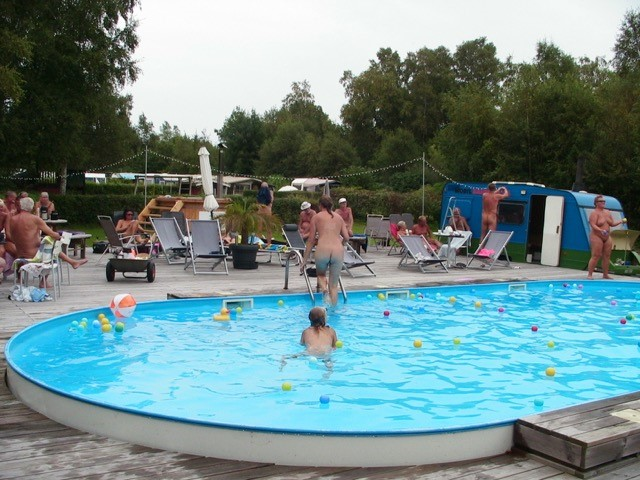 Poolparty1