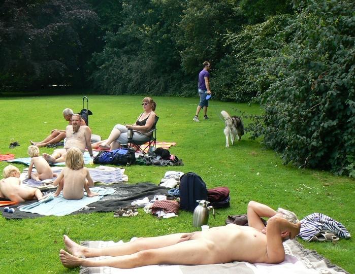 Danske berømtheder nøgne bio i Aalborg